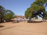 Spelende jeugd in Bakau