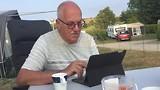 Leo werkt aan een blog