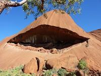 Een rots met een veranda
