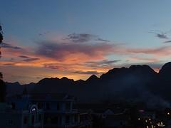 Zonsondergang vanaf skybar in Phong Nha