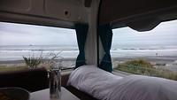Uitzicht op de abel tasman sea vanuit camper