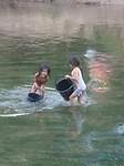 Wassen in de rivier, wat een plezier!