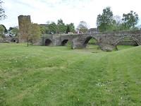 Een oude Romeinse en middeleeuwse stadmuur