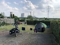De camping bij snelweg en met práchtig uitzicht