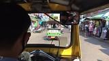met de tuktuk over Khao San Road
