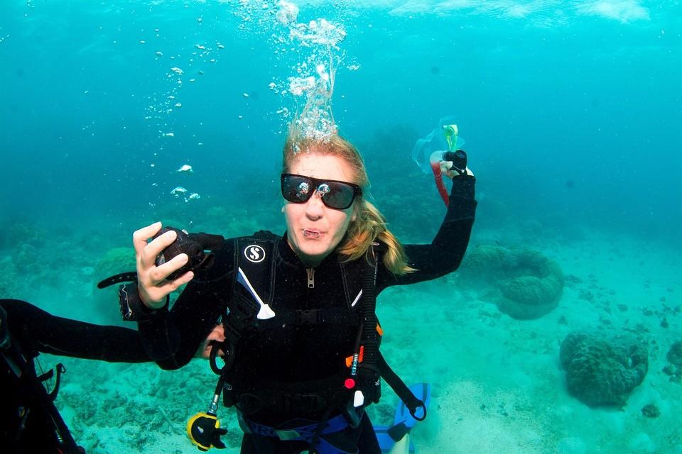 Sunglasses underwater!