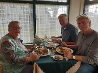 De 3 vrijgezellen in restaurant de 3 Fransmannen, Reykjavik