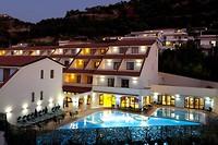 Sfeerbeeld hotel bij avond