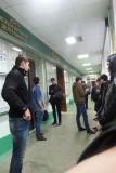 Oezbeken en dergelijke wachtende voor het dekanaat.