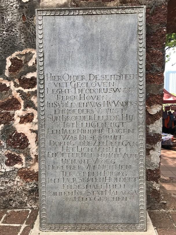 Een van de vele oud Nederlandse grafstenen