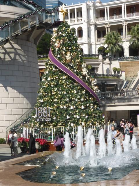 Kerstversiering bij de ingang van een hotel foto maart vestjens s reisblog - Ingang van een huis ...