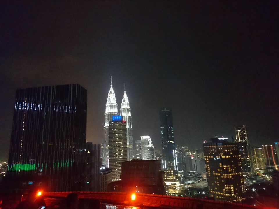 Skyline KL - Helipad Lounge Bar gericht op Petronas Towers