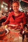 Joan eet een enorme squid