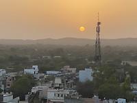 Zonsondergang vanaf ons dakterras
