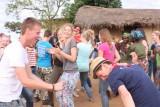 Dansen met de plaatselijke bevolking