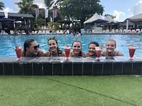 Cocktailtje in het zwembad