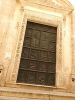 Kerkdeur waar je van alles van kan vinden...
