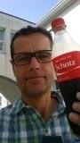 De cola automaat is erg aardig voor me