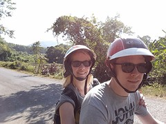 Op de scooter naar Kuang Si Watervallen