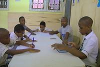 De vier grote jongens met hun docenten