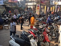 motorparking in Varanasi