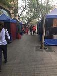 Straatje met heel veel waareggers hokjes/tenten