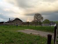 Tijdens onze avondwandeling door het dorpje zagen we dit stuk van een regenboog...