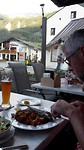 19:33 heerlijk etentje op het terras in Ried