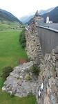 17:25 Lawinemuur in Galtür is verwerkt in zijkant van het Alpinemuseum.