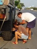 16) Bandje verwisselen van deze truck duurt even