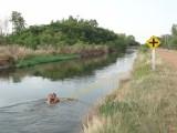 19a) Zwemmen in een tuigje