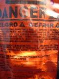 73) Gelukkig staat dit op de rug van je overal, zodat je het gevaar niet ziet