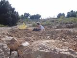 3) Heel veel steentjes rapen voor de nieuwe inrit