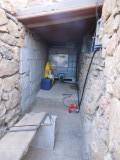 4) kelder voor waterton en accu's