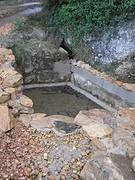 21) De bron is klaar voor water maar we hebben niet genoeg regen