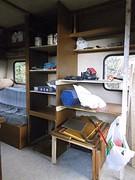 22) Caravan wordt omgebouwd tot schuur