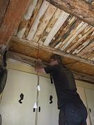 22) Plafond wordt geisoleerd en afgetimmerd