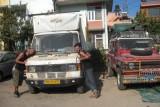 54) Maar die wordt ondertussen in Nepal vertroeteld door onze Franse vrienden