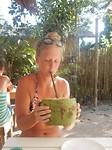 Even een kokosnootje leegslurpen