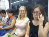 Yun en Sanne in de metro