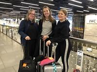 Op Schiphol, klaar voor vertrek