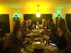 Diner met frikandellen en kaassoufflés