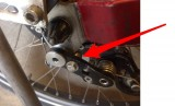Adjustment of the chain tensioner