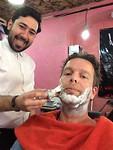 bij de barbershop in Teheran