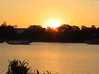 zonsondergang bij perfume river