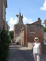 Staatspoort met baken in Elburg
