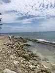 Verlaten stenen stranden