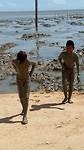 Moene en Rafael komen uit de modder