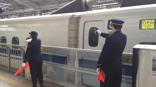 Shinkansen vertrekt