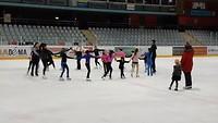 Bijna 7 jaar-feestje op Nederlandse schaatsbaan